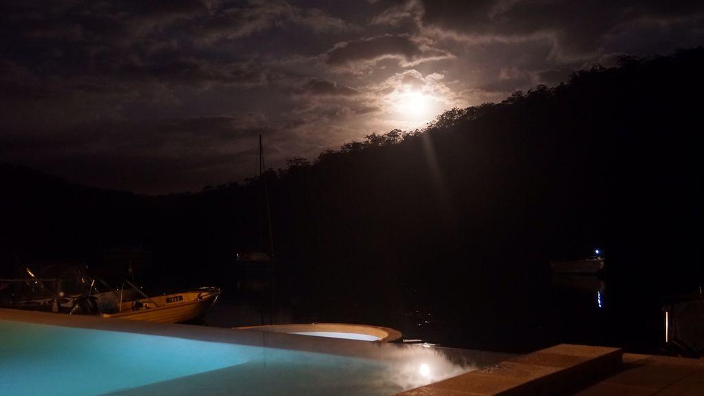 pool-night-view